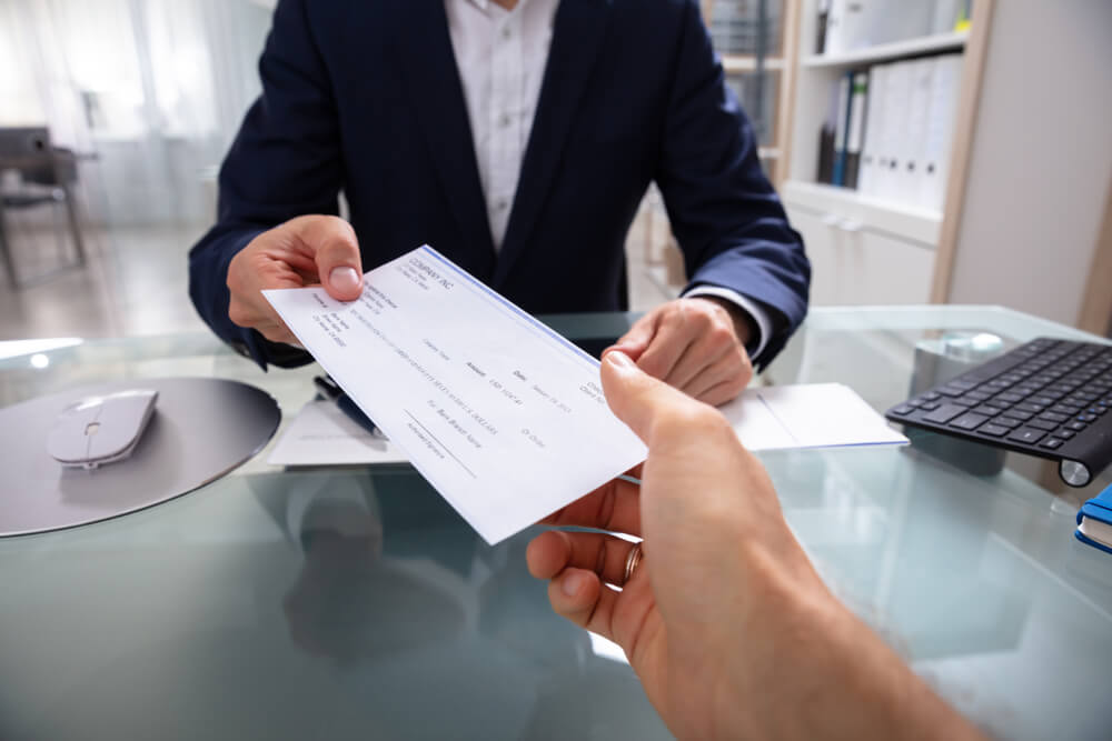 How to Sign a Check Over to Someone Else? - Checkissuing.com