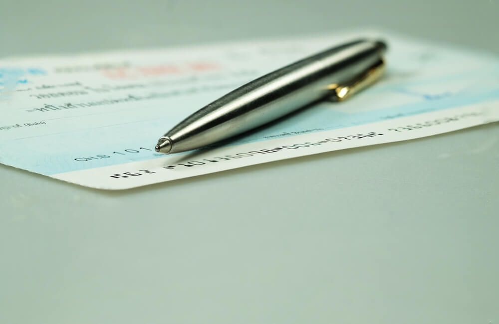 How to Write a Check With Cents and Dollars
